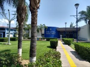 CU Costa Sur frente biblioteca