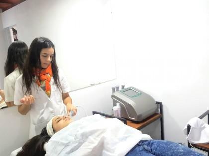 #ExperienciasUNLVirtual | Entrevista a Pamela Colombani, estudiante de la Tecnicatura en Cosmiatría y Cosmetología.
